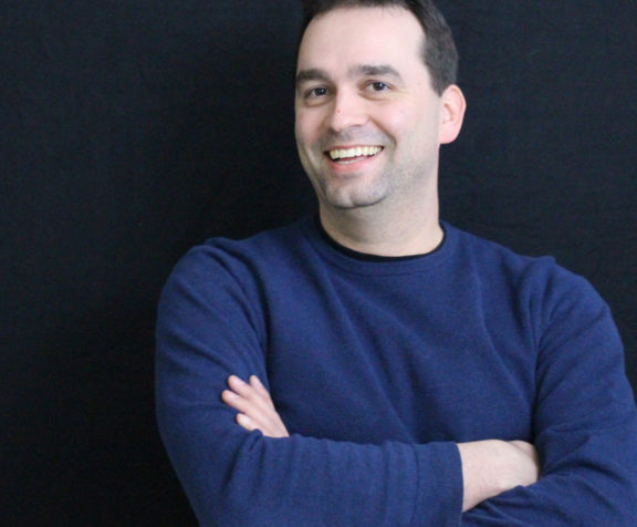 Dominic Despres, Directeur des finances, des approvisionnements et des TI d'AV&R